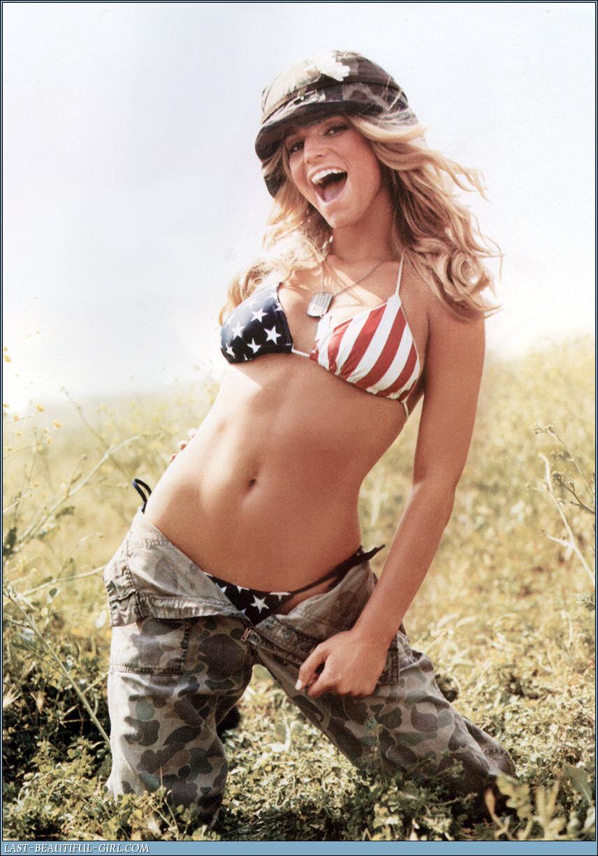 Смотреть эротические фото девушек в армейской форме 24 фотография